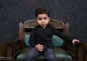 گفتگو با مداح 2.5 ساله / از امام حسین(ع) یک «شلوار آبی» خواستم ! + تصاویر