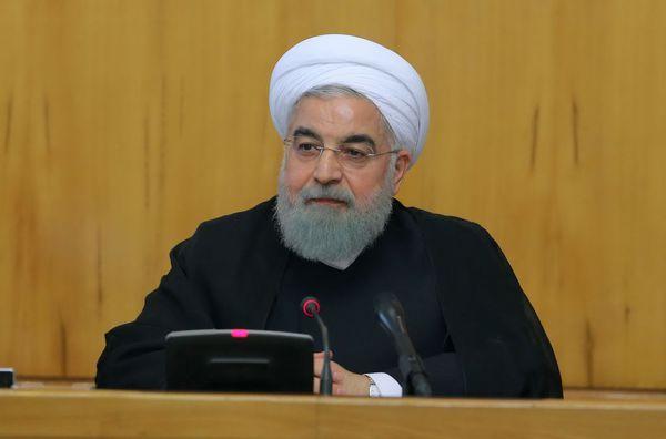 نه روحانی استعفا می دهد/ نه مجلس و عدم کفایت او را می دهد