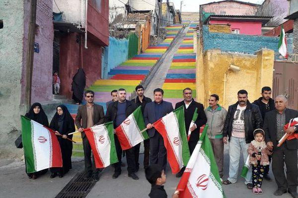 آیین نصب پرچم توسط اهالی رسانه گلستان در «کوی محتشم» برگزار شد