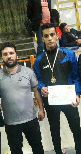 نوجوان گنبدی در مسابقات بوکس قهرمانی کشور مدال طلا کسب کرد.