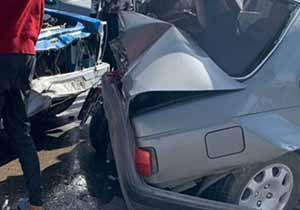 یک مصدوم در پی تصادف یک دستگاه نیسان وانت با پژو