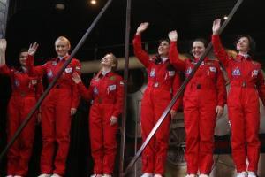 سفر ساختگی 6 زن به فضا + تصاویر