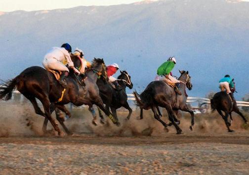 آغاز هفته اول مسابقات کورس اسبدوانی پاییزه کشور در آققلا