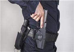 پلیس آمریکایی با تهدید اسلحه یک زن را مورد آزار جنسی قرار داد