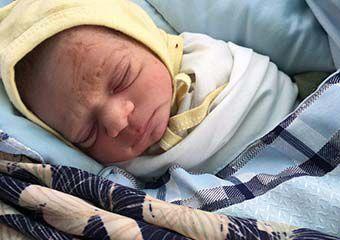 نجات مادر و نوزاد تازه متولد شده مینودشتی از مرگ حتمی + تصاویر