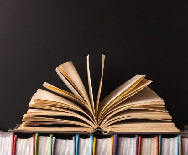 سه کتاب با موضوع «شهید سلیمانی» در گلستان نگاشته شد