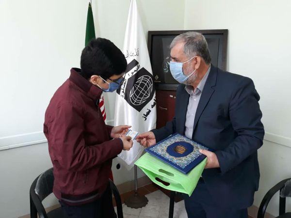مدیر ستاد اقامه نماز استان گلستان با محمد تیموری رتبه سوم کنکور سراسری رشته تجربی دیدار و گفتگو کرد