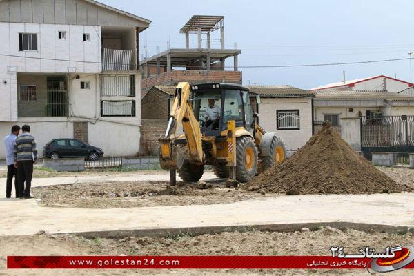 آماده سازی محل دفن شهدای گمنام در محوطه اداره ارشاد بندر ترکمن + تصاویر