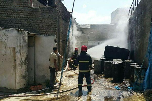 آتش سوزی انبار دپوی روغن سوخته در گرگان/ حریق اطفاء شد