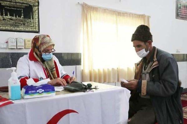 ارائه خدمات کاروان سلامت هلال احمر بیش از ۳۰۰ نفر در مراوه تپه