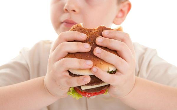 عامل اصلی چاقی در کودکان چیست؟
