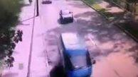 فیلم/ لحظه وحشتناک سقوط درخت روی خودرو!