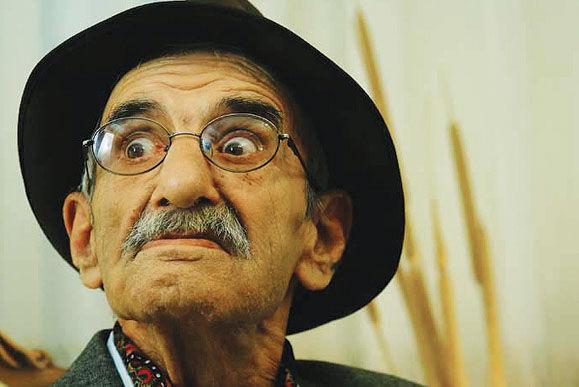 احمد پورمخبر نه فوت کرده و نه دست فروشی می کند!