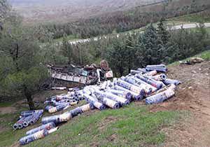 واژگونی کامیون حامل ایزوگام در گردنه مراوه تپه