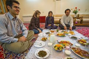 سفره اصیل ایرانی قربانی فست فودها