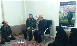 سرلشکر جعفری و خانواده سردار همدانی در منزل شهید باقری حضور یافتند