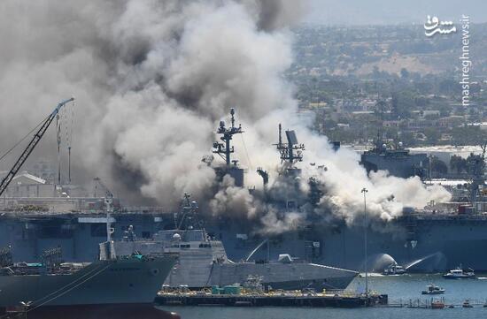 فیلم/ ناو جنگی آمریکا همچنان گرفتار آتش