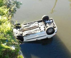 سقوط یک دستگاه پژو ۲۰۶ داخل سد بوستان