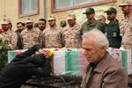 پدر شهید مدافع حرم حضرت زینب(س) در آغوش سردار باقرزاده+عکس