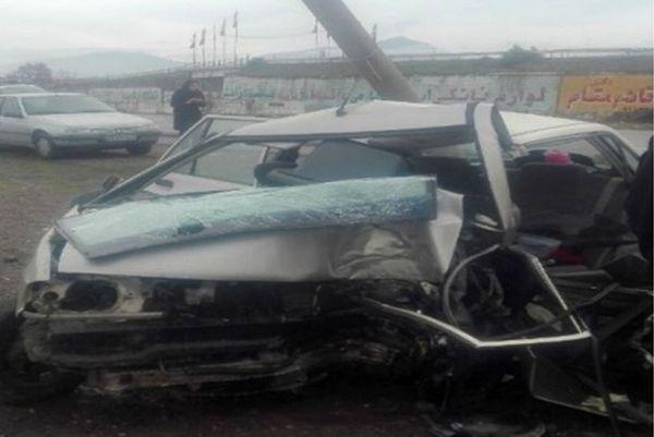 دو کشته در تصادف خودرو با تیر چراغ برق در آزادشهر
