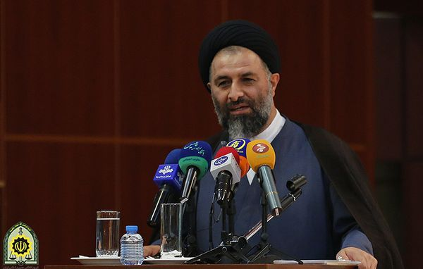 حجت الاسلام ادیانی، رئیس عقیدتی سیاسی نیروی انتظامی سخنران راهپیمایی ۱۳ آبان