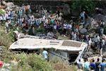 99 کشته و زخمی در دو حادثه رانندگی در شیراز/سقوط اتوبوس به دره