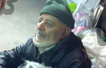 عکسی معنادار از کمک پیرمرد گرگانی به زلزله زدگان کرمانشاه