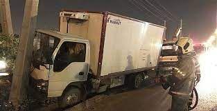 برخورد کامیون کشنده با تیر برق در محور آزادشهر به نوده خاندوز