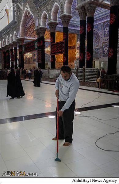 عکس / غبارروبی صحن و سرای حرم حضرت سیدالشهداء(ع)