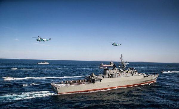 رژه بزرگ نیروهای مسلح با حضور ۵۰۰ شناور در بندرعباس آغاز شد + تصاویر