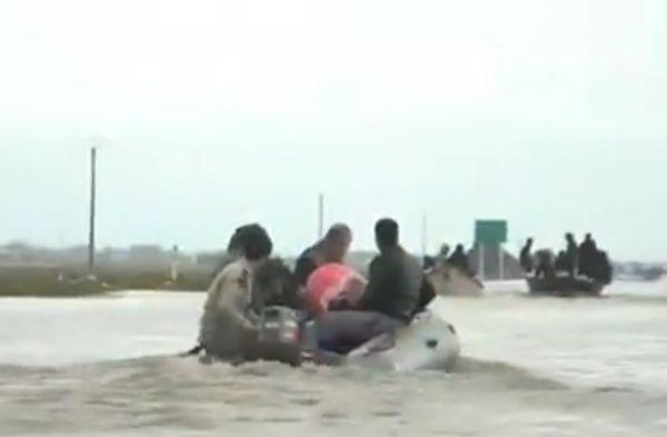 گزارشی از بازدید تولیت آستان قدس رضوی از مناطق سیل زده گلستان