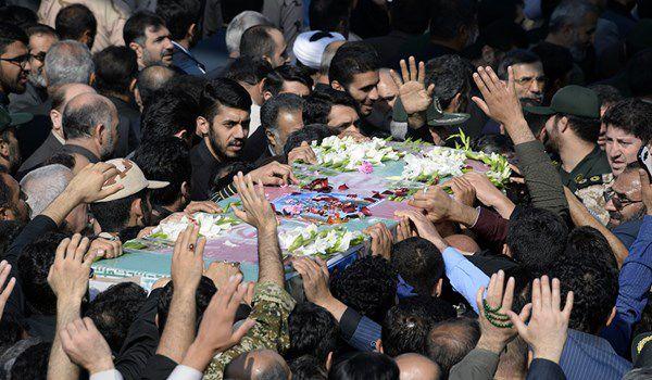 استقبال بی نظیر مردم از تشییع شهید مدافع حرم + تصاویر