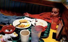 خطرات خوابیدن بلافاصله بعد از خوردن