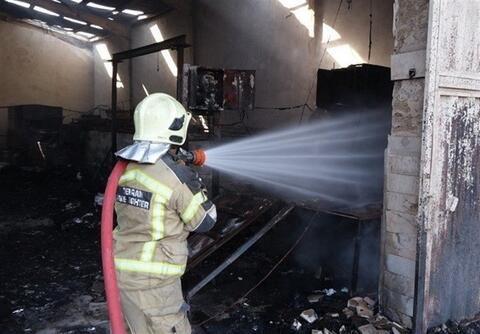 """فیلم/ آتشسوزی در پاساژ """"پردیس یک"""" کیش"""