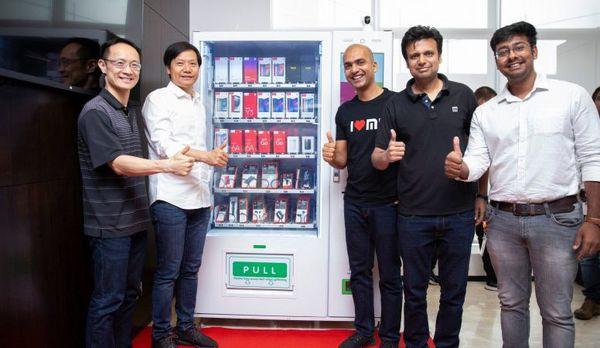 خرید موبایل در هند به راحتی خریدن نوشابه! + تصویر