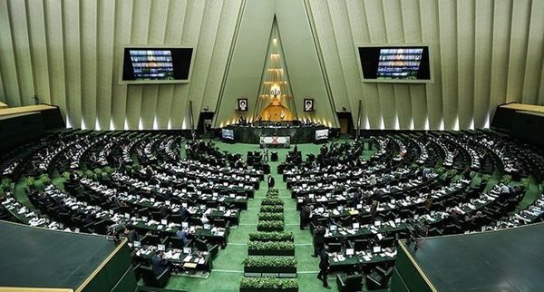فیلم/ انتقاد نماینده موافق استیضاح با اتفاقات امروز مجلس