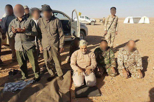 لشکر فاطمیون به مرز عراق و سوریه رسید؛ اقامه نماز شکر بههمراه «حاج قاسم»+تصاویر
