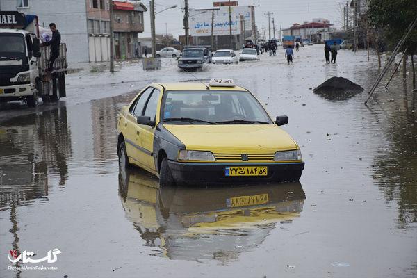 فیلم| نجات راننده گرفتار در سیلاب محور بندرگز به نوکنده