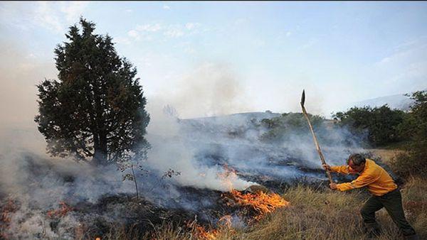 مهار آتش در ارتفاعات جنگلی بازگیر شهر نوده خاندوز