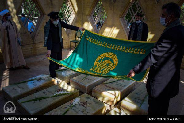 آیین غبار روبی مزار شهدای گمنام تپه نور الشهدا توسط خدام رضوی+گزارش تصویری
