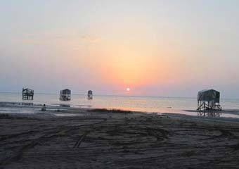 برگزاری جشنواره روز خزر در ساحل چارقلی گلستان
