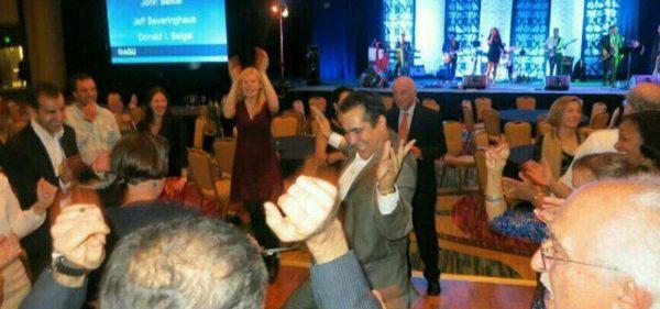 رقص وشرب خمر معاون سازمان محیط زیست در مالزی!!