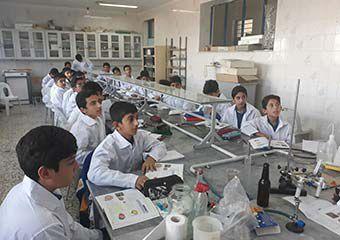 آموزش رسمی و خشک خلاقیت را در بچه ها از بین می برد