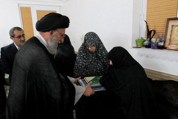 تجلیل نماینده ولیفقیه در گلستان از خانواده شهید مدافع حرم مصطفی خوش محمدی