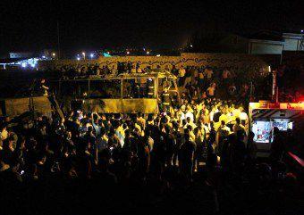روایت راننده اتوبوس از نحوه برخورد تانکر سوخت و آتش سوزی / حضور به موقع امدادگران در محل حادثه+ تصویر