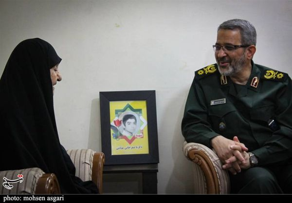 رئیس سازمان بسیج مستضعفین با خانواده شهیدان صفرخانی دیدار کرد+تصاویر