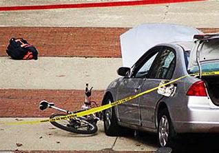 فیلم/ رانندگی جنون آمیز در شهر به زیر گرفتن یک زن و دو بچه منجر شد