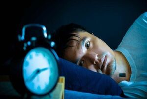 چرا در نیمههای شب از خواب بیدار میشویم؟