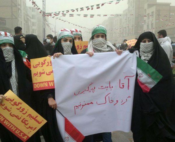 حضور مردم اهواز در راهپیمایی ۲۲ بهمن با هوای خاکی (تصاویر)