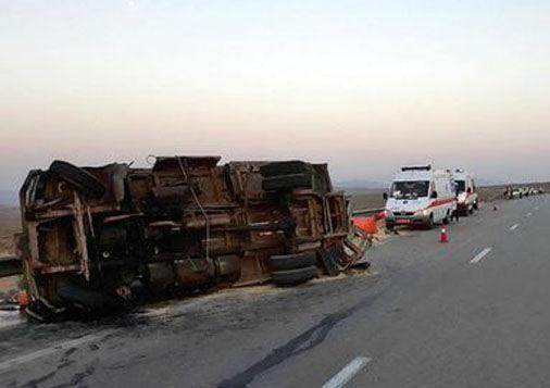 واژگونی اتوبوس با ۳۵ مجروح در گالیکش/ اعزام بالگرد به محل حادثه